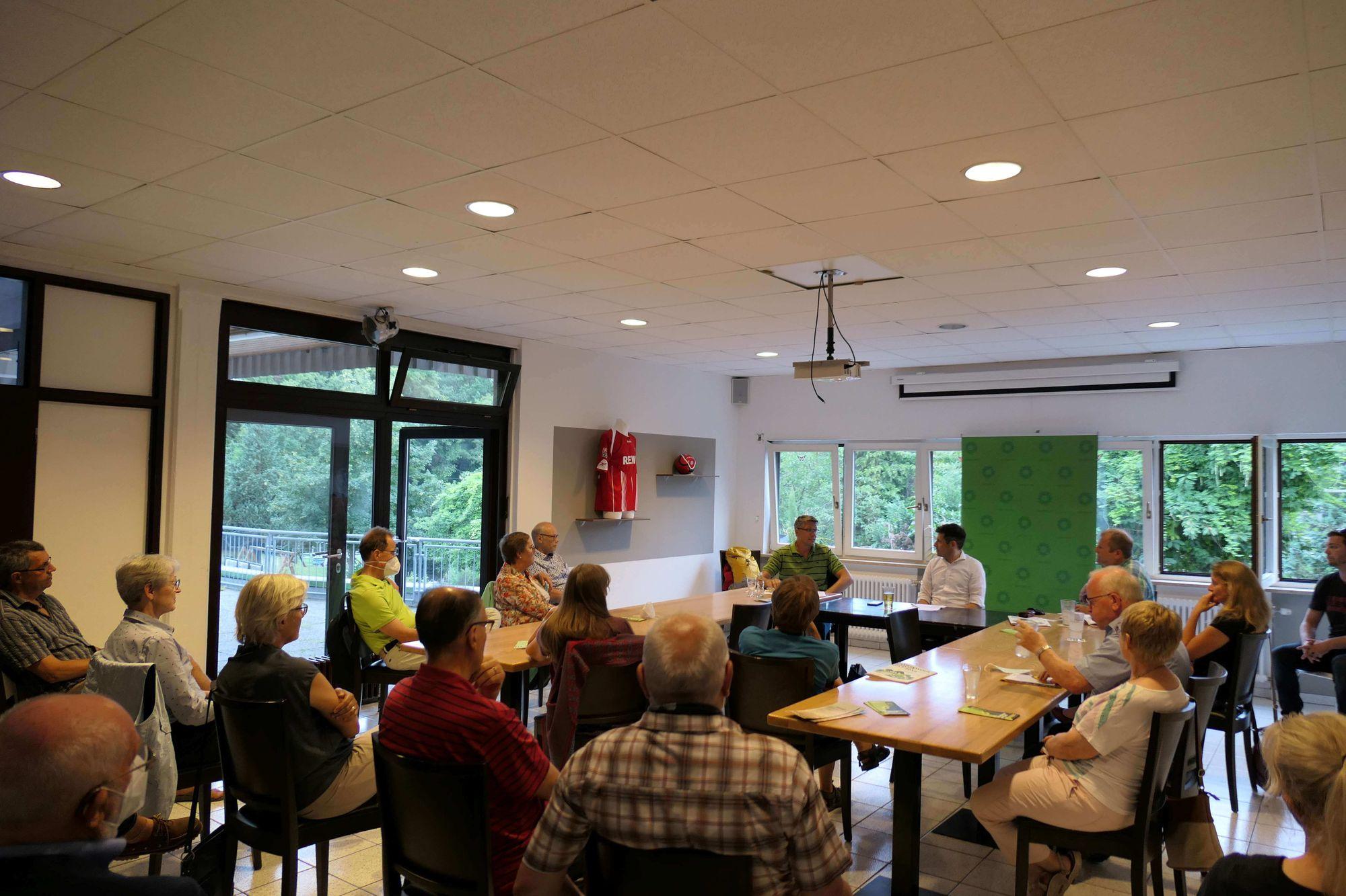 Dr. Kai Schmidt-Eisenlohr, Jürgen Kretz und Uwe Treiber bei der Podiumsdiskussion vor großem Publikum